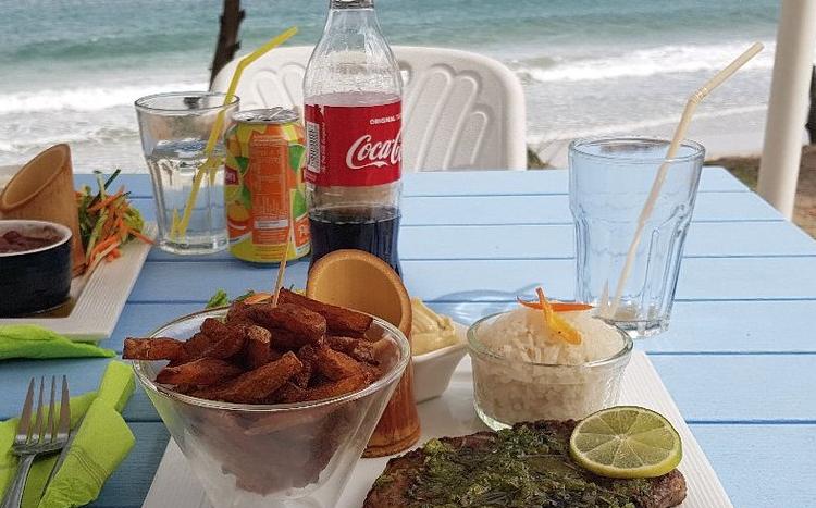 Com à la Maison, restaurant-snack au Diamant à la Martinique